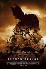 Sinopsis Batman Begins (2005) Bruce Wayne (Christian Bale), seorang milyuner yang memiliki pengalaman masa kecil tragis. Dia menyaksikan pembunuhan kedua orang tuanya oleh penjahat. Sejak itu, Bruce bersumpah untuk membalas dendam dengan memberantas semua kejahatan yang ditemuinya di muka bumi. Setelah orang tuanya tewas, Bruce Wayne berkelana ke