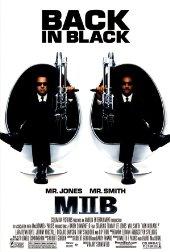 Sinopsis Men in Black 2 (2002) Agen rahasia J (Will Smith) dan K (Tommy Lee Jones) kembali beraksi bersama alien dalam sekuel film yang berjudul sama…   Empat tahun telah berlalu sejak para  agen penyelidik alien mengatasi kekacauan sebelumnya. Kay telah kembali  ke kehidupan normal sementara Jay kembali bekerja pada Men in Black;  organisasi