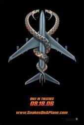 Sinopsis Snakes on a Plane (2006) Neville Flynn (Samuel L. Jackson), seorang agen FBI yang ditugaskan mengawal saksi kejahatan, Sean (Nathan Phillips). Sean menjadi target kawanan gang usai menyaksikan aksi pembunuhan seorang pengacara, namun tanpa di sadarinya nyawanya sendiri harus tercancam. Untuk meyakinkan kejahatan yang dilakukan kelompok