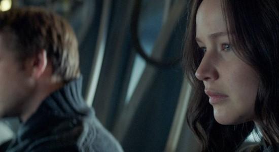 The Hunger Games:Mockingjay Part 1 tampaknya sudah ditunggu-tunggu oleh para penggemarnya. Baru-baru ini, Lionsgate kembali memberikan bocoran cerita dan visualisasi yang indah lewat trailer terbaru dari seri film The Hunger Games itu. Dari trailer berdurasi singkat itu terlihat Katniss Everdeen yang diperankan oleh Jennifer Lawrence tampil dengan pakaian seadanya dan menyaksikan keruntuhan distriknya sendiri, distrik […]