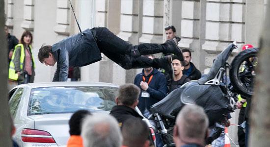Sembuh Dari Cedera, Tom Cruise Lanjutkan Syuting MI 6: Gemini Tom Cruise mengalami cedera patah engkel saat syuting Mission Impossible 6: Gemini pertengahan bulan Agustus lalu, yang mengakibatkan penundaan 6 minggu. Aktor berusia 55 tahun tersebut mengalami kecelakaan saat melompat di antara atap bangunan dalam aksi laga film ini. Tapi kini Cruise telah sembuh dan […]